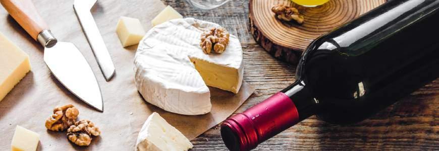 Rode wijn zoals merlot of witte wijn zoals chardonnay combineren met kaas