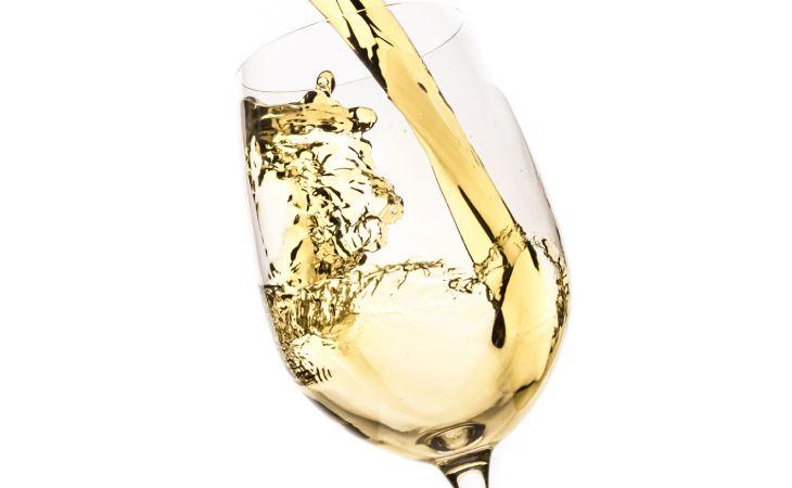 Witte wijn in glas